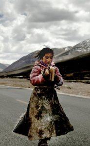 סינמה נירוונה: מרוצח לקדוש ומשורר